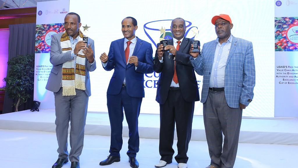 2020エチオピアCOE-1位Niguse-Gemedaさん(一番左)